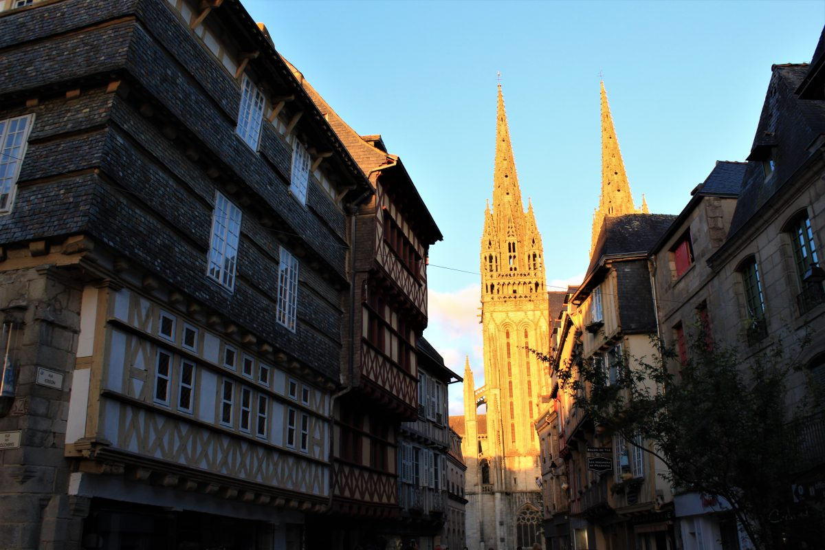 Quimper - Quimper-cattedrale-al-tramonto.jpg