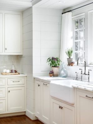 A perfect example of how plants can make a white kitchen look lively.