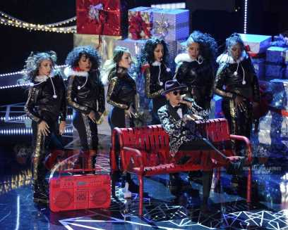 TARAJI'S WHITE HOT HOLIDAYS: October London performs at TARAJI'S WHITE HOT HOLIDAYS airing Thursday, Dec. 8 (8:00-9:00 PM ET/PT) on FOX. ©2016 Fox Broadcasting Co. CR: Frank Micelotta/FOX