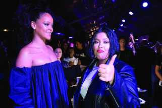PARIS, FRANCE - SEPTEMBER 21: Rihanna (L) attends the Fenty Beauty By Rihanna Paris Launch Party hosted by Sephora at Jardin des Tuileries on September 21, 2017 in Paris, France. (Photo by Dominique Charriau/Getty Images for Fenty Beauty) *** Local Caption *** Rihanna