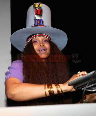 NEW YORK, NY - JANUARY 28: Erykah Badu performs at Universal Music Group's 2018 After Party to celebrate the Grammy Awards supported by The House Of Remy Martin at Spring Studios on January 28, 2018 in New York City. (Photo by Johnny Nunez/Getty Images for Remy Martin)