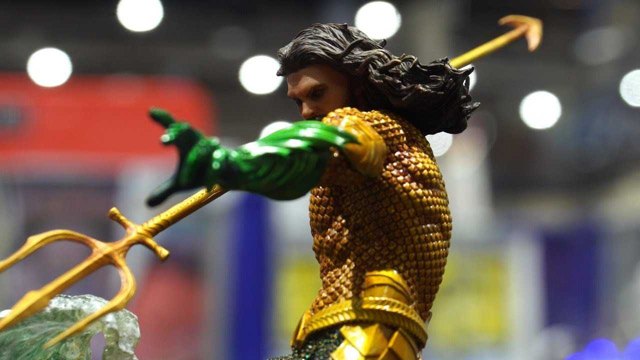 Aquaman Figure Shows Off His Old-School Suit - Comic Con 2018