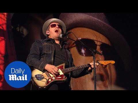 Musician Elvis Costello plays Global Citizen Festival in 2013 - Daily Mail