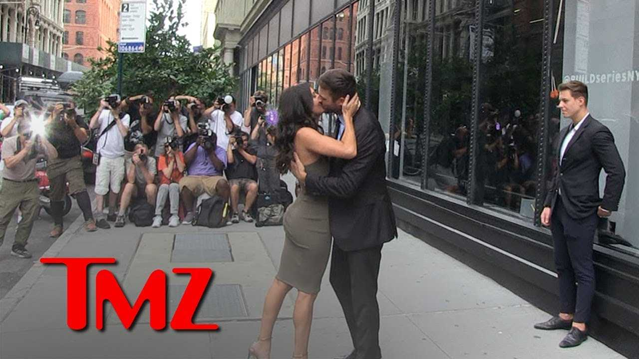 'Bachelorette' Becca Kufrin and Garrett Kiss for Cameras Day After Finale | TMZ