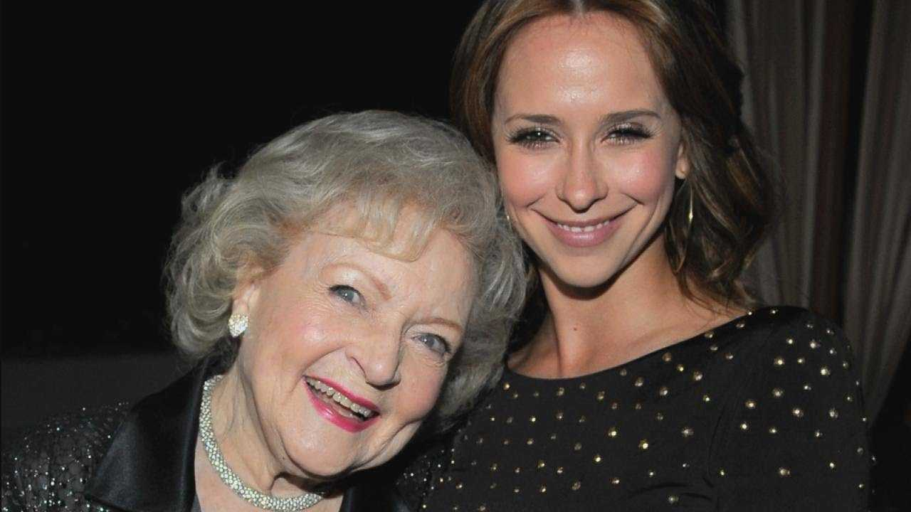Jennifer Love Hewitt Reveals One of the 'Drunkest Times' In Her Life Was With Betty White