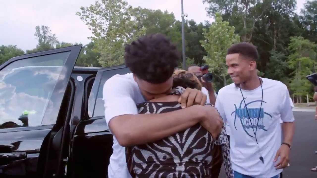 Quinn Cook Surprises His Mom With A Car