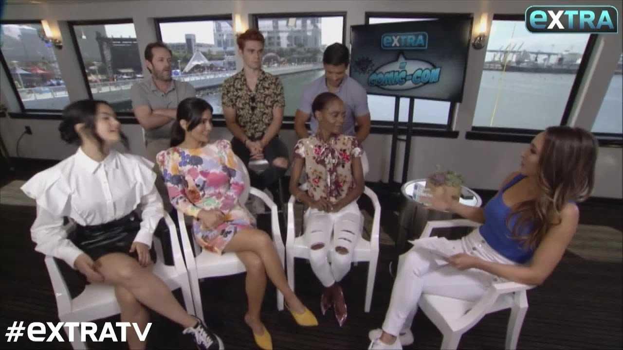 'Riverdale' at SDCC! Camila Mendes & KJ Apa Tease Veronica & Archie's 'Tough' Relationship