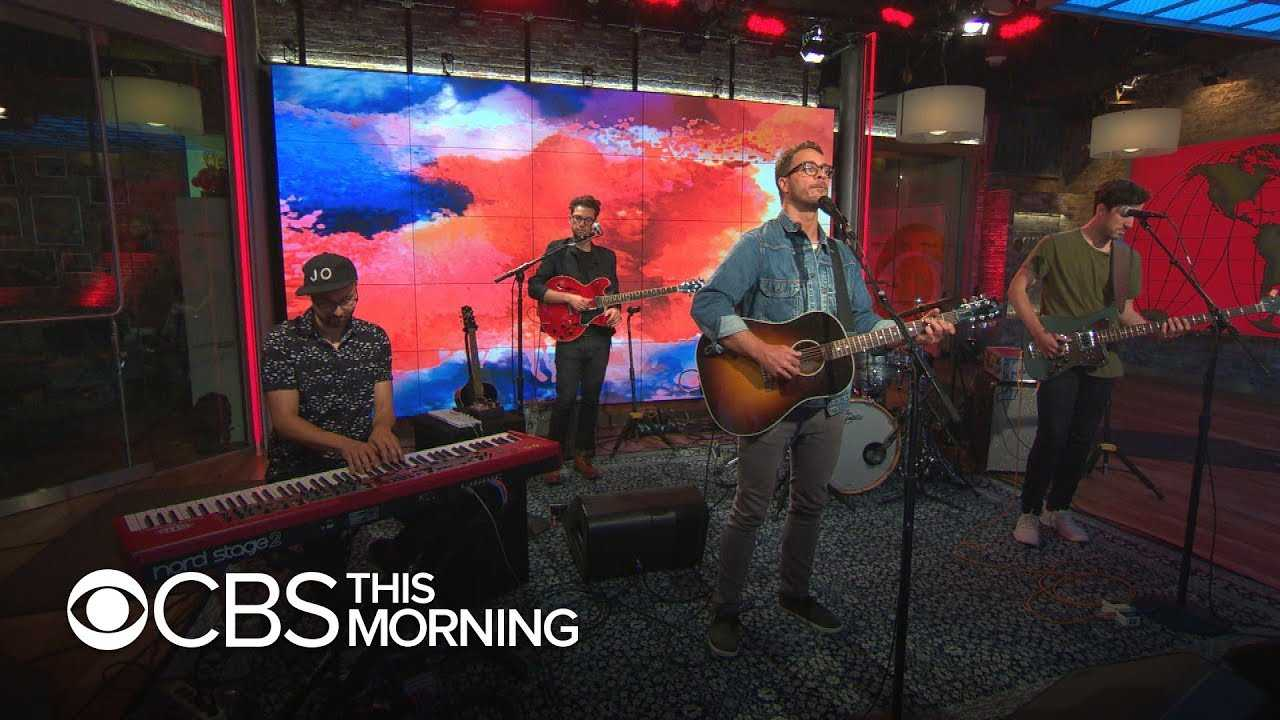 """Saturday Sessions: Amos Lee performs """"Hang On, Hang On"""""""