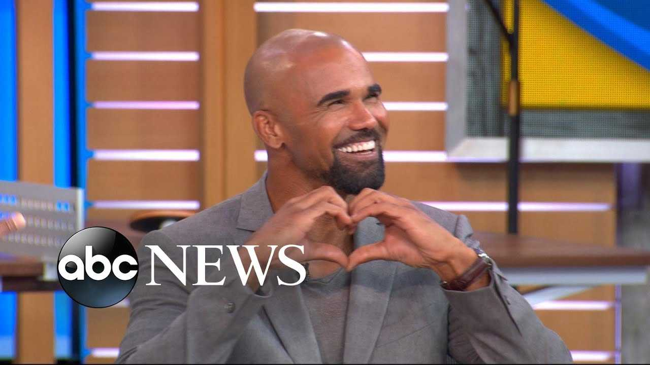 Shemar Moore reveals the sext he accidentally sent to his mom.