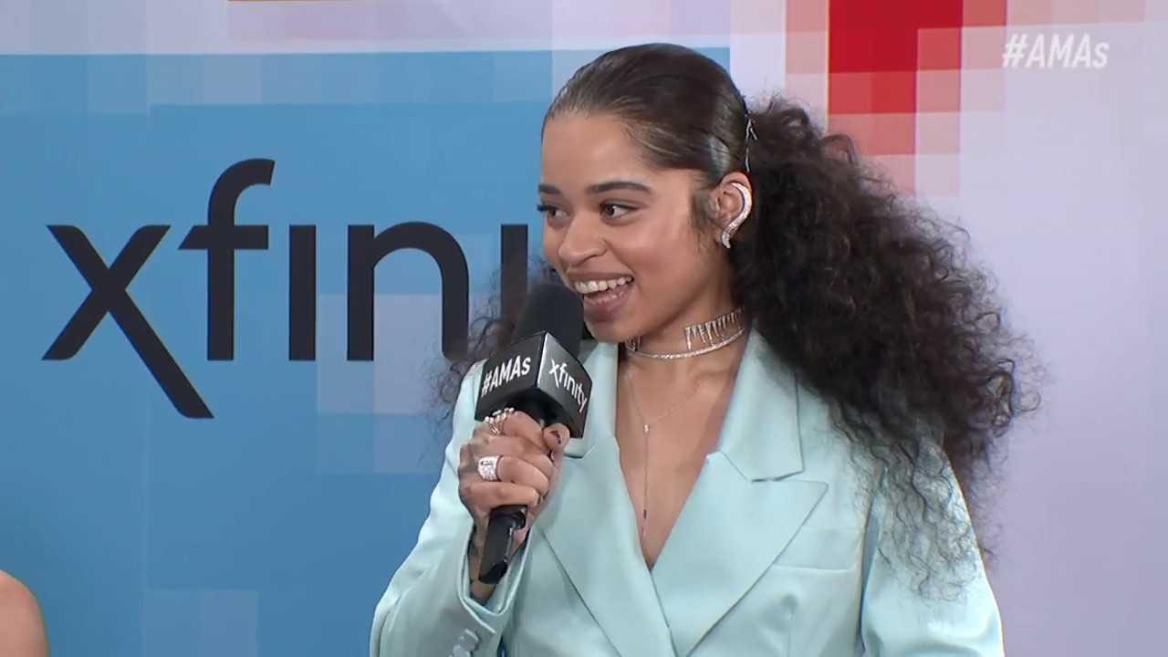 Ella Mai Red Carpet Interview - AMAs 2018