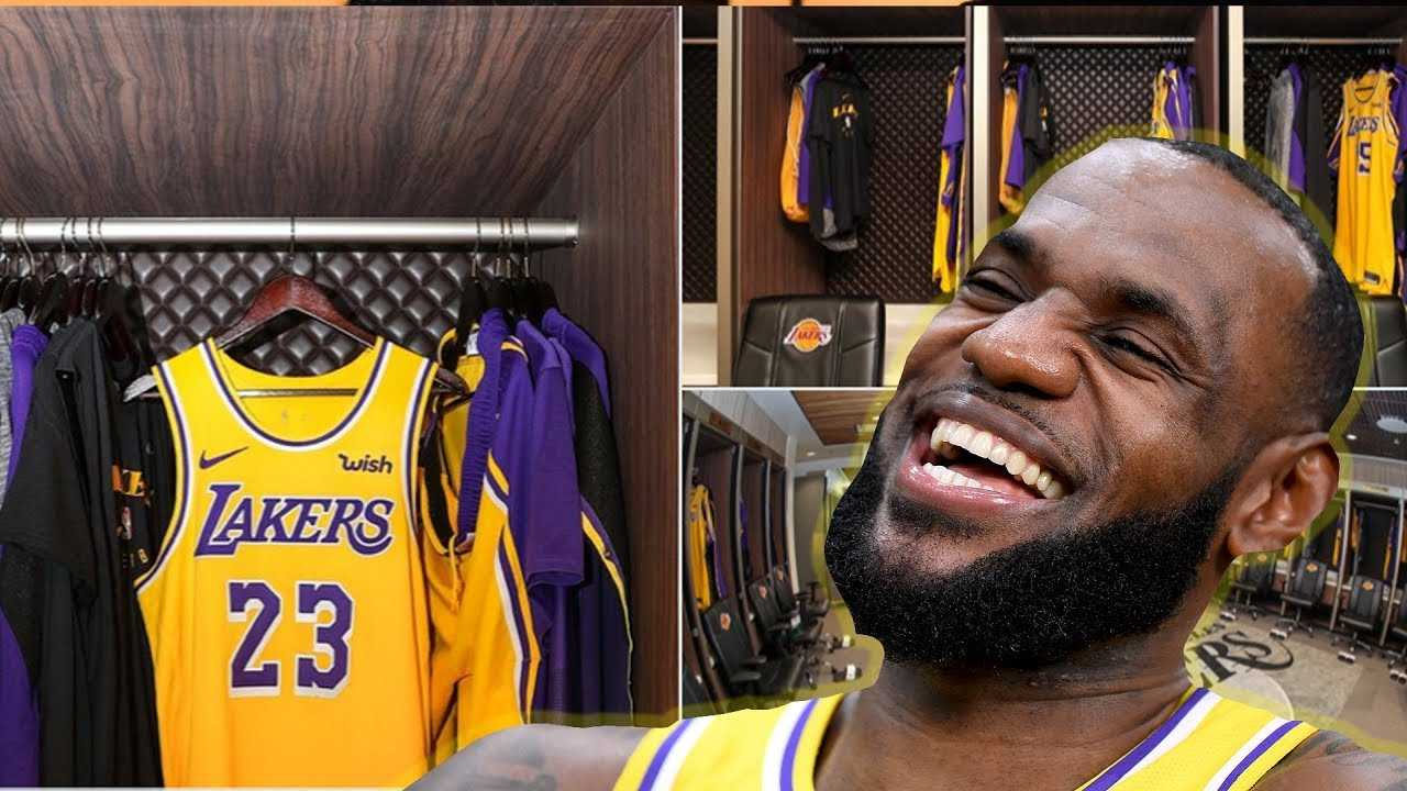 LeBron James Takes Over Kobe's LOCKER! Watches CAVS Game In Lakers UPGRADED Locker Room