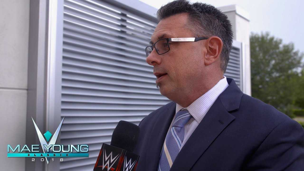 Michael Cole sings the praises of Renee Young and Beth Phoenix: WWE Exclusive, Oct. 3, 2018
