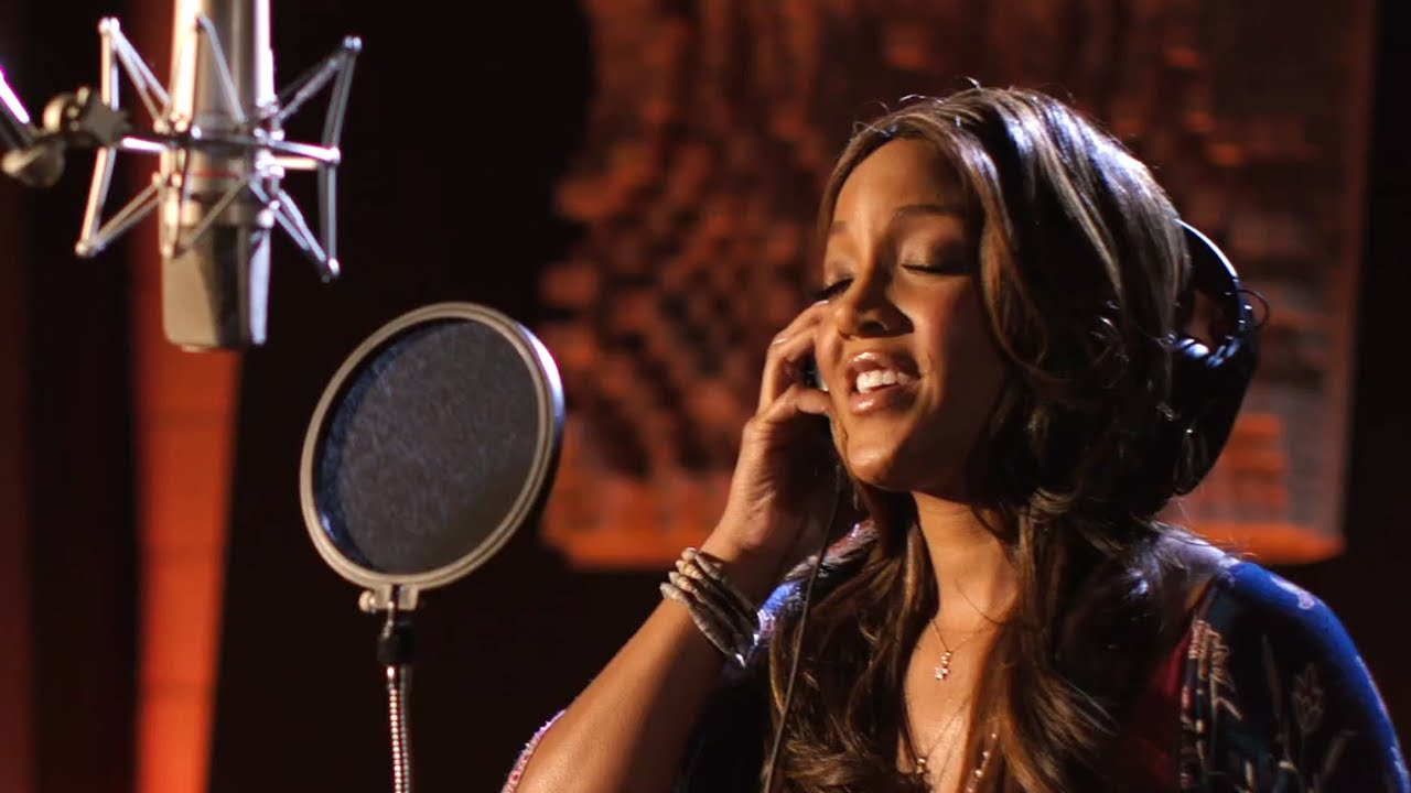 Wells Fargo Teams Up with Mickey Guyton, Feeding America and ACM Awards