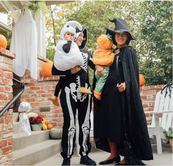 Mark Zuckerberg and his family show off their Halloween costumes (Photo)