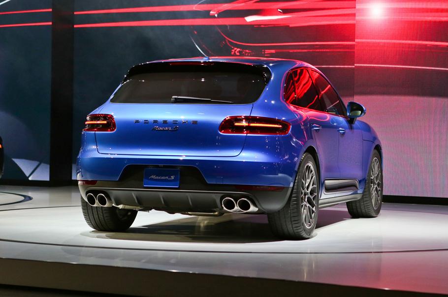 2015-Porsche-Macan-rear-right-view