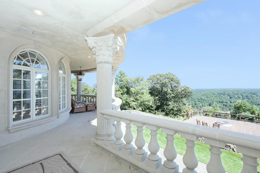 balcony_1200