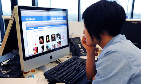 doctors-faceboo 5 Things Medical Professionals Should Consider Before Using Facebook