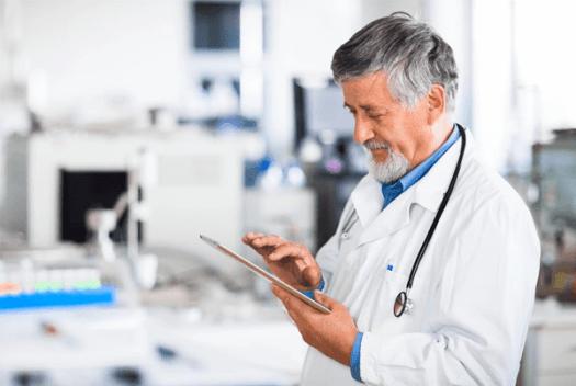 doctor-using-social-media Where Social Media and Health Informatics Intersect