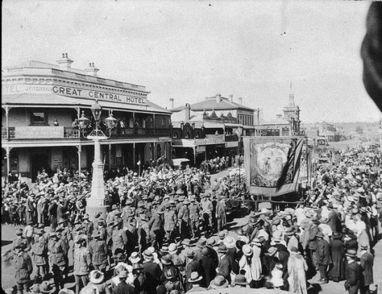 Anzac Day originated just after the First World War's end, but at the time it was an event that linked Australia and New Zealand to the greater British Empire, writes Reynolds. This photo was taken at an Anzac Day March in Glen Innes, New South Wales, ca. 1919. Courtesy of the State Library of New South Wales, via Wikimedia Commons.
