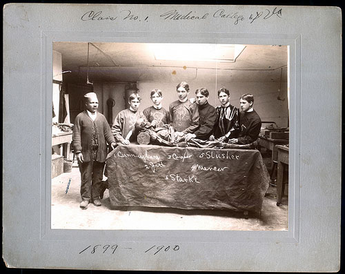 Chris Baker (left) with anatomy students at the Medical College of Virginia around 1899. Image courtesy of Special Collections and Archives, Tompkins-McCaw Library, Virginia Commonwealth University.