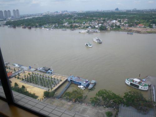 部屋から見える川