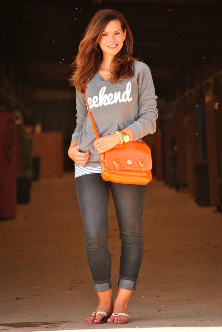 sweatshirt-skinny-jeans-flip-flops
