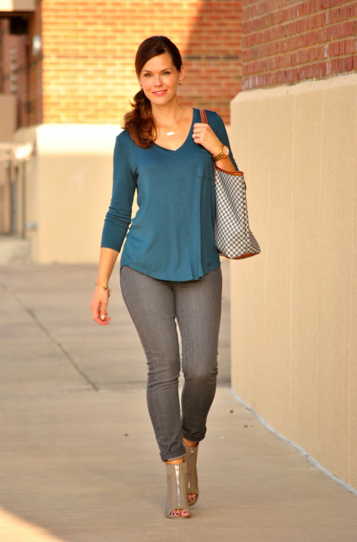 gray-jeans-teal-shirt-outfit