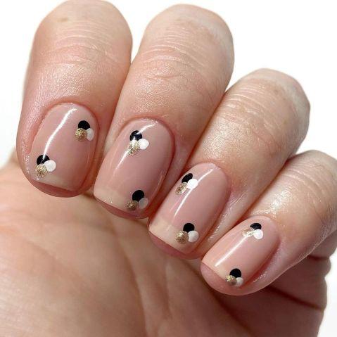 Dot Manicure