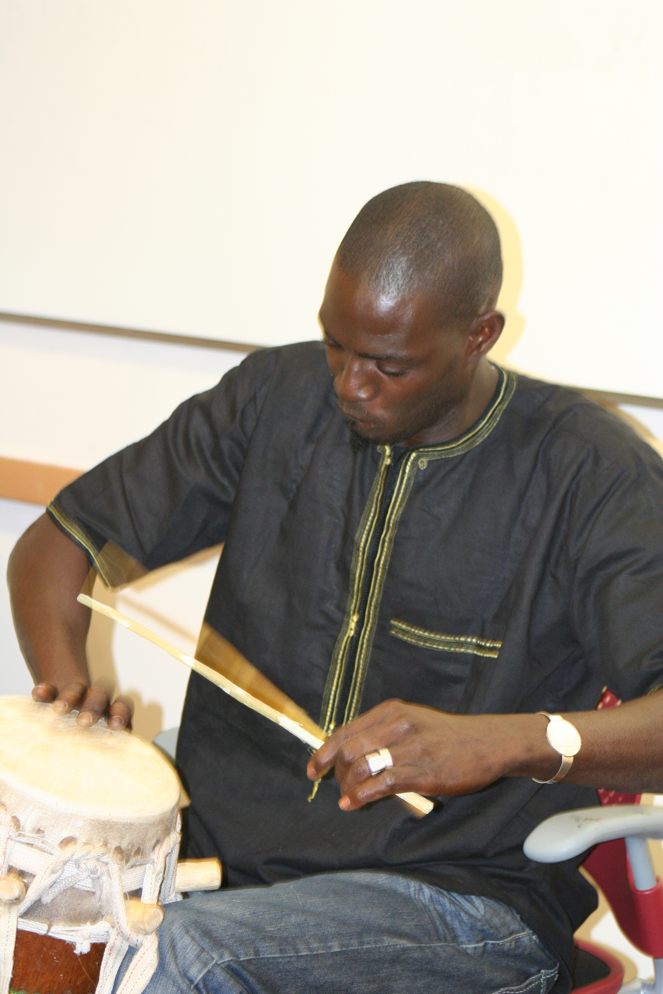 Moustapha Faye playing sabar.