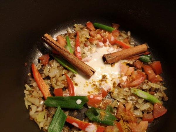 Das Anbraten von Gemüse