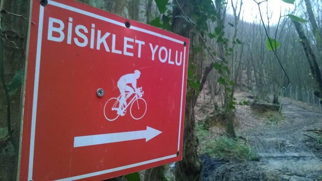 Polonezköy ormanı bisiklet yolu tabelası