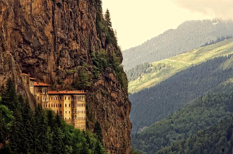 Trabzon-gezilecek-yerler-Sümela-Manastırı
