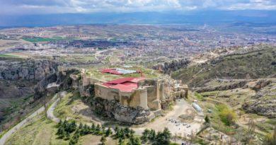 """Elazığ'da 2 bin 800 yıllık """"açık hava tapınak alanı"""" tespit edildi"""