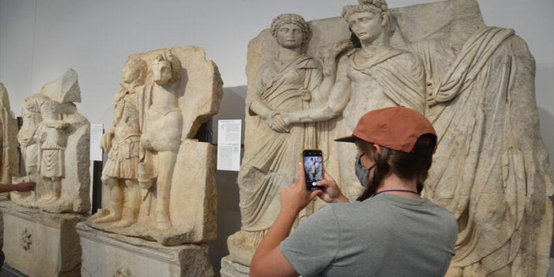 200 kişilik turist kafilesi Afrodisyas'ı gezdi