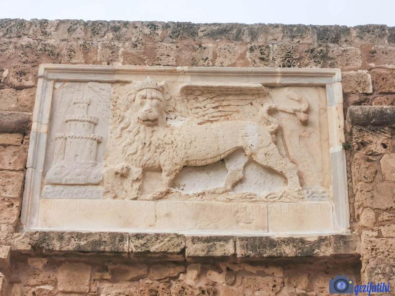 Otello kalesi üzerinde Aziz Mark aslanı kabartması