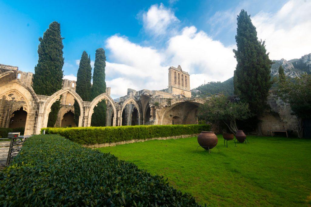 Kıbrıs Pellapais Manastırı