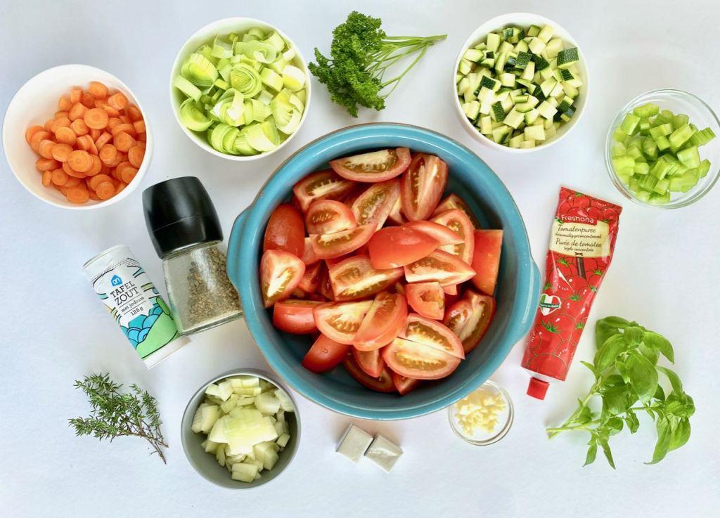 Ingrediënten tomatensoep met groenten