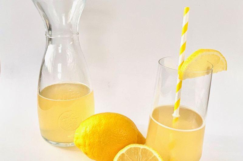 Zelf limonade maken met slechts 2 ingrediënten!