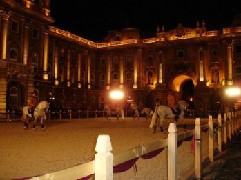 Buda Sarayı avlusunda gösteri