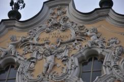Falkenhaus ön cephesi