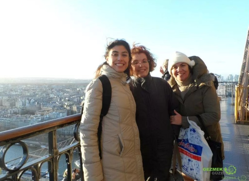 Eyfel Kulesinde, Pariste Noel