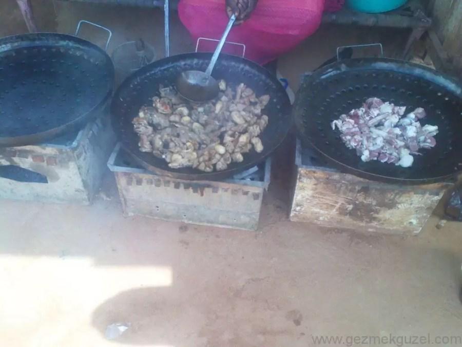 Sudan Khartum'da yemek pişiyor