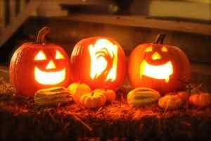 Uitgesneden pompoen voor Halloween
