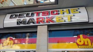 """Der """"Deutsche Market"""" in Tirana"""