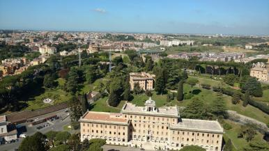 Blick auf die vatikanischen Gärten