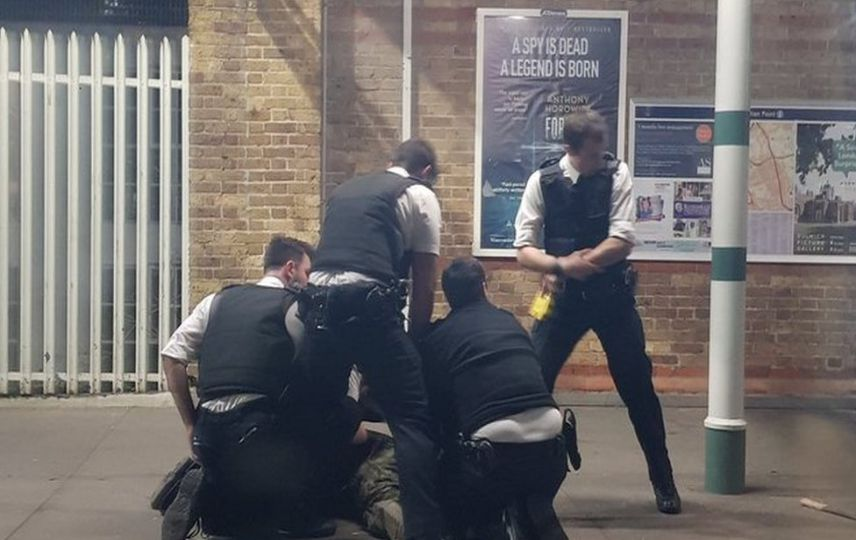 LLL - Live Let Live - Man with machete arrested at the Tulse Hill station in south London 1