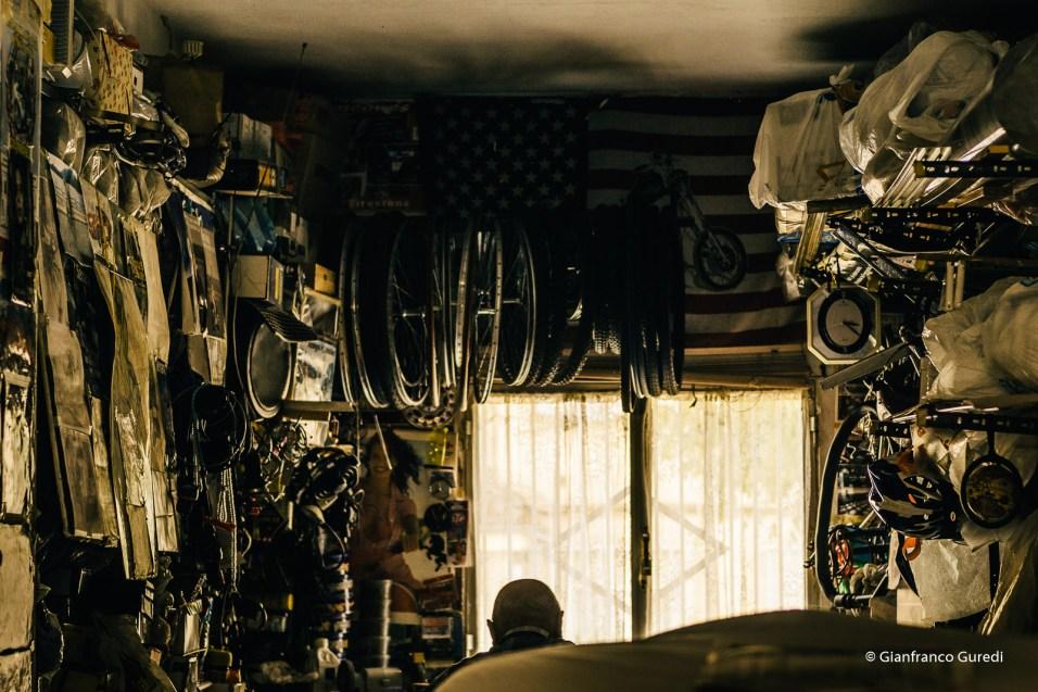 Garaje que me encontré, con propietario incluido.