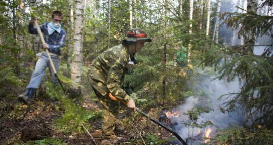 Volunteers fought a forest fire outside Gora yesterday. The Russian government says it does not have enough firefighters.