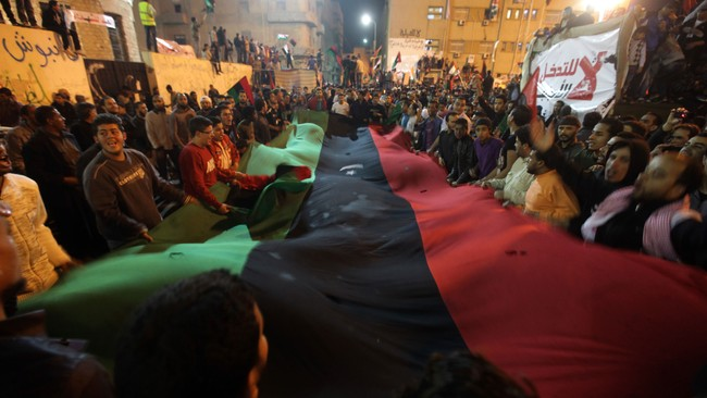 Libyere feirer i Benghazi, Libya (Foto: PATRICK BAZ/Afp)
