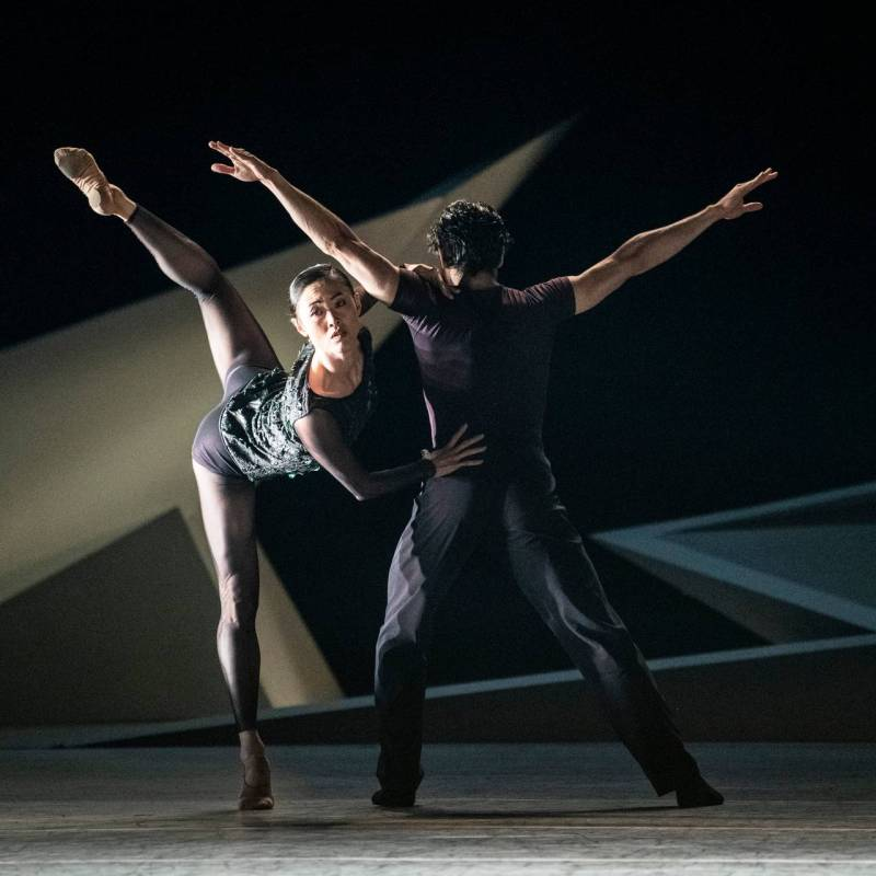 Maiko Nishino and Lucas Lima in the ballet performance